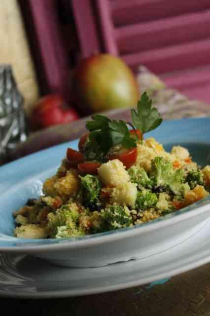 Que tal este couscous marroquino ao cury, com legumes ao dente, frutas tropicais e castanhas? Vou tentar fazer um genérico em casa... Pirei com a receita!