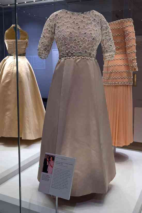 princess-diana-fashion-rules-exhibition
