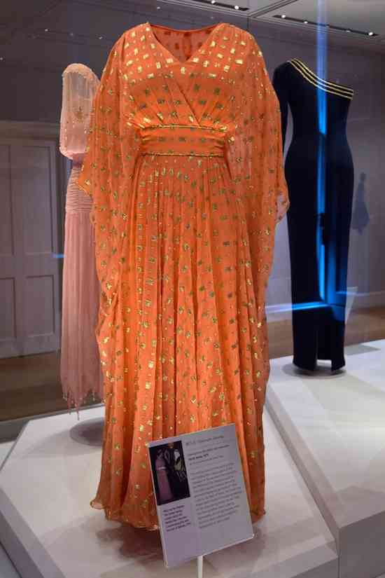 queen-elizabeth-ii-fashion-rules-exhibition