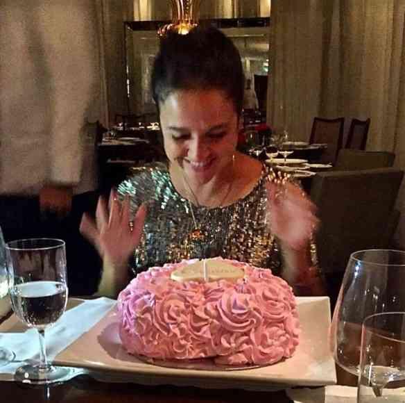 Este foi o lindo bolo de aniversário de minha filha Maria TM, by Raphinha Severiano... Colei do que sua mãe Glória fez pra mim. De tanto que amei!!!