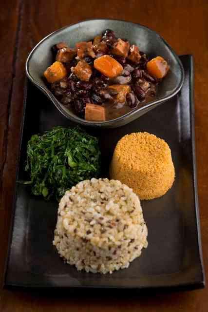 Que tal esta divina feijoada? Além do mais é vegetariana... Onde? by Naturalie bistrô: saudável e deliciosa!
