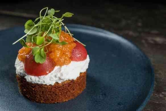 Este bolinho saborosíssimo de tomate seco é do Naturalis! Podia estar no cardápio de todos os restaurantes chics da cidade!