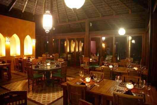 """Visual do restaurante cujo """"menu fusion"""" faz mix da culinária oriental com ingredientes locais: luxo só!"""