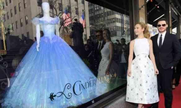 Lily e na inauguração da vitrine temática da gloriosa Saks Fifith Avenue: NYC é Cinderalla!