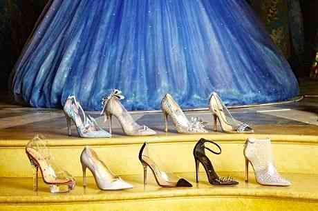 Onze estilista bombados como Charlotte Olympia, Manolo Blahnik e Jimmy Choo fizeram suas versões do sapatinho de cristal: Frisson fashion!