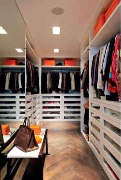 """""""Além de ocupar muito espaço, bagunça traz perda de tempo e energia... Organizamos seus armários pra você ter tudo lindo e sempre à mão""""! prometem as meninas de ouro!"""