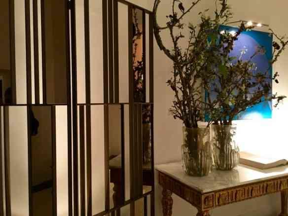 """Logo à entrada a """"Galeria Grassi"""", de Fabio Morozini: interessante a brincadeira dos espelhos..."""