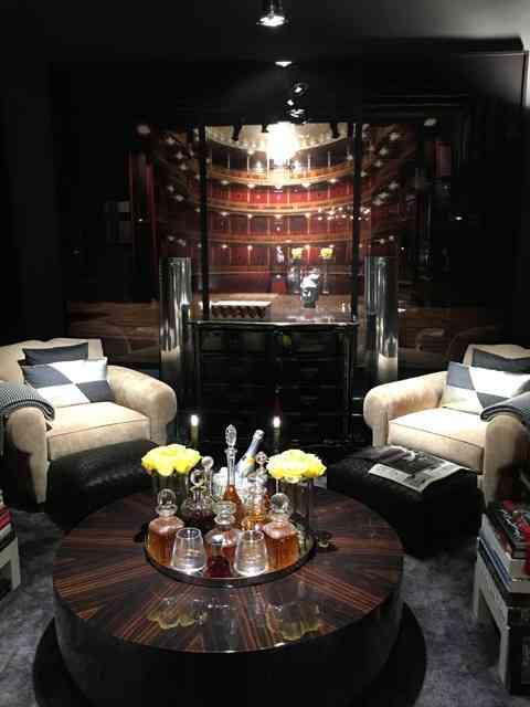 "Achei divertida esta mesa de bebidas da ""sala de música"" de Michel Safatle."