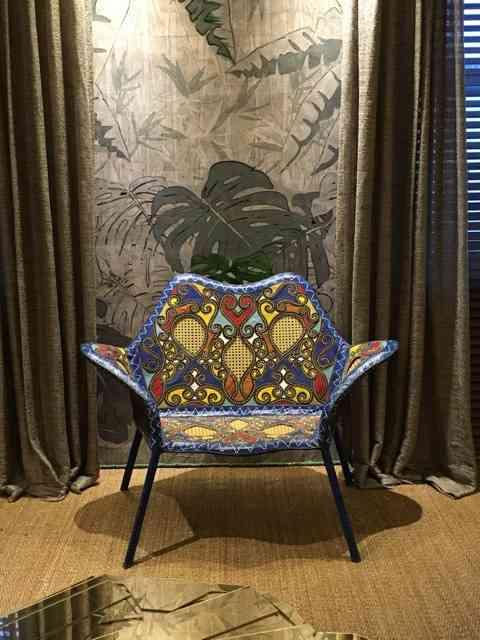 ... Como esta cadeira maravilhosa dos Irmãos Campana, Coleção Cangaço e... (na Esther Giobbi)