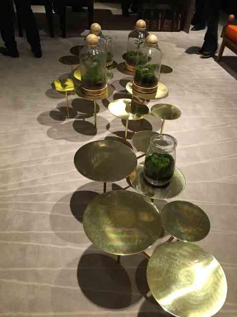 """Outro objeto que me chamou a atenção foi esta mesa estilo """"centopéia"""": escultura com atribuição!"""