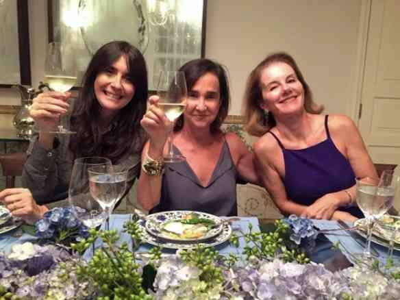 Entre minhas queridas Claudia Ferraz e Gilda Pessoa: jantar divino!