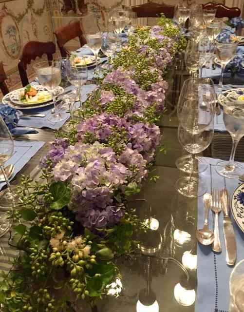 """Detalhe do """"caminho de mesa"""" todo feito com orquídeas: lindo demais!"""