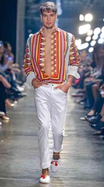 Estampas lindas, baseadas nas de lenços, coloriram a passarela de Murilo: Lindo!