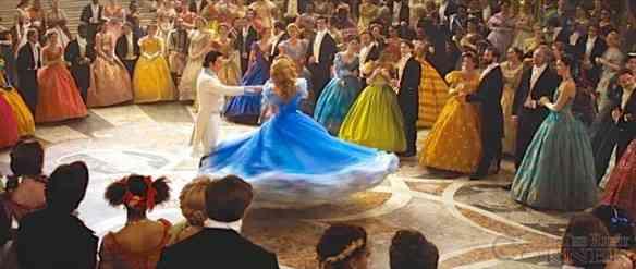 Vejam o movimento que tem o vestido: Mágico!