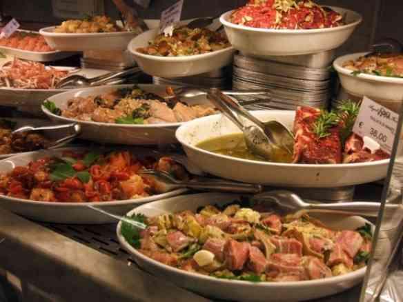 """Vejam os pratos """"prêt-a-manger""""... Estou ficando morta de fome!"""