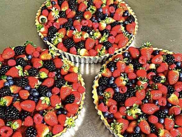E estas deslumbrantes tortas de frutas vermelhas caseiras... Podem ser encomendadas tipo vôo solo!