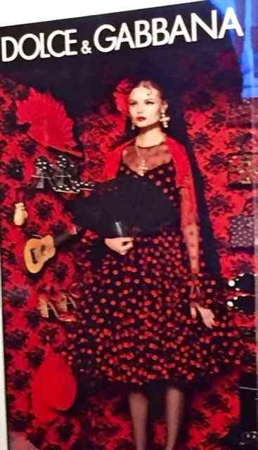 Ou ainda toda montada de Dolce Gabbana: Luxo só!