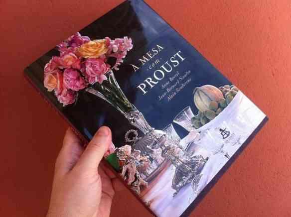 """Livro lindo com as principais receitas do monumental romance """"Em Busca do Tempo Perdido""""!"""