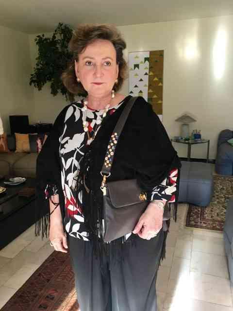 A querida Doutora Margareth Dalcomo com sua linda bolsa by Claudia D'Ávila: pura elegância!
