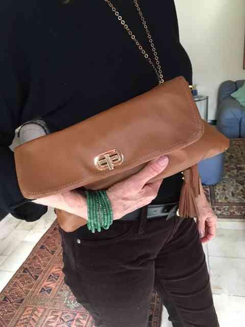 A mesma bolsa em suamversão carteira, para dias mais arrumados: basta remover a linda alça!