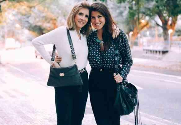 Claudia D'Ávila com a filha Lara: Lindas as bolsas e as modelos!