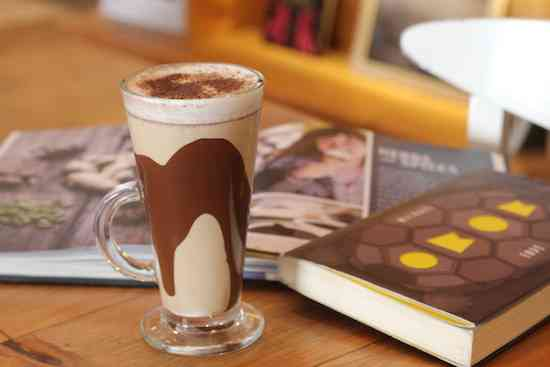Momo Gelato- Cafe Copacaban a - cappuccino com doce de leite argentino e raspas de chocolate belga – R$18,00