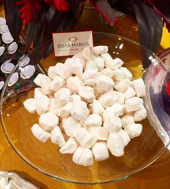 Começo mostrando logo a minha paixão: bala de coco de antigamente, daquelas que derrreeeeetteemmmm na boca: mara!!!!!