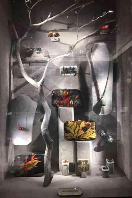 """Primeira coleção exposta, a """"Marqueteria"""" é divina e """"made in Brazil""""... Aplausos de pé!"""