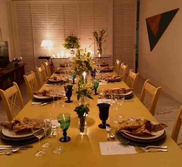 Vejam que mesa linda nos esperava: abre o apetite!