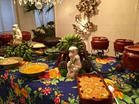 Aqui, a mesa já engalanada pelos quitutes deliciosos da chef Isis Rangel!