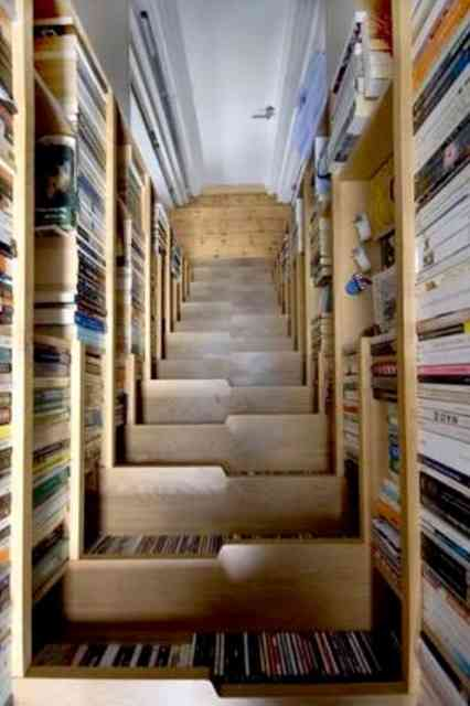 Esta escada é um acontecimento à parte, dentro da casa, e uma sacada arquitetônica de mestre!