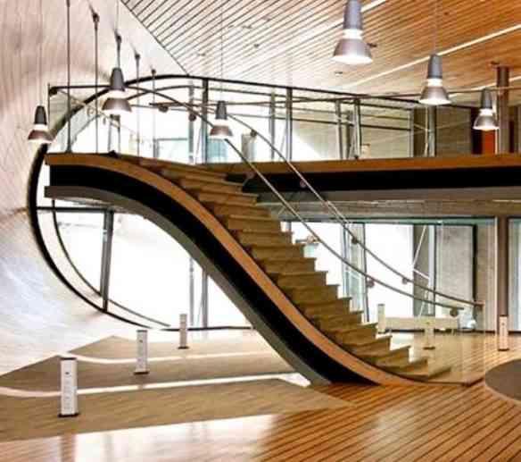 Além da beleza visual, esta escada encontra o chão quase como se fosse um tapete, amei!