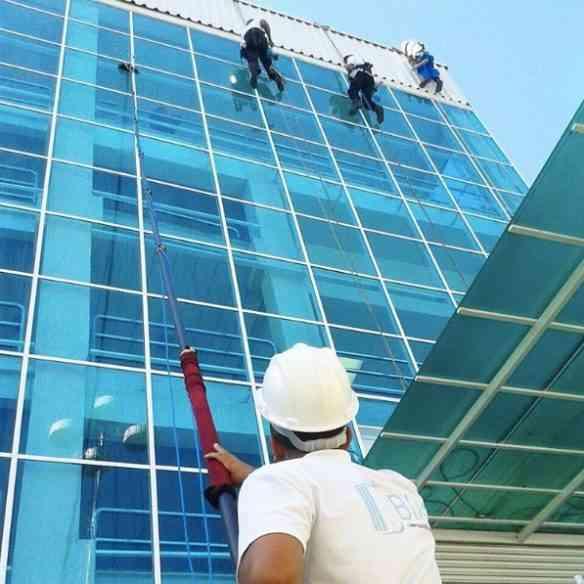 Combinação de alpinismo industrial + lança BLIM: garantia de eficiência com rapidez, na prestação de serviço inédito!