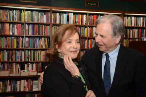 """Vivi Nabuco, a maravilhosa editora-chefe"""" da Bem-Te-Vi recebe o autor Leslie Bethel de """"JOAQUIM NABUCO no dia de seu lançamento, na Livraria Argumento!"""