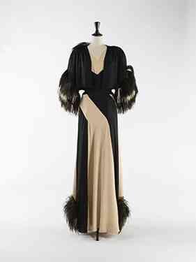 """""""By Nina Ricci"""" é este """"evening ensemble"""" ou """"duas peças"""" para noite: vestido e bolero feitos em seda, lã e plumas de avestruz a condessa, em 1937!"""