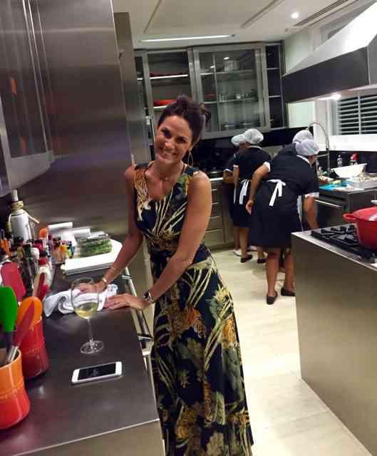 Vejam que linda a nossa divina chef, Bel Castro Neves: fez todo jantar, luxo só!