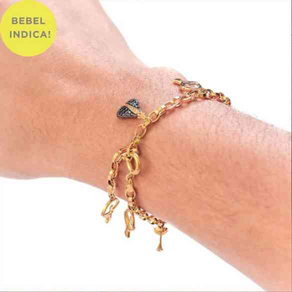 Adoro pulseira com pingentes... Esta é especialmente linda!